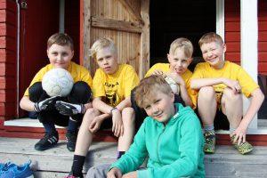 Ville Tenhunen, Tuukka Lappi, Viljami Heikkinen, Vilho Jormanainen ja Valto Taavitsainen perustivat oman jalkapalloseuran eli Team Jäppilän.