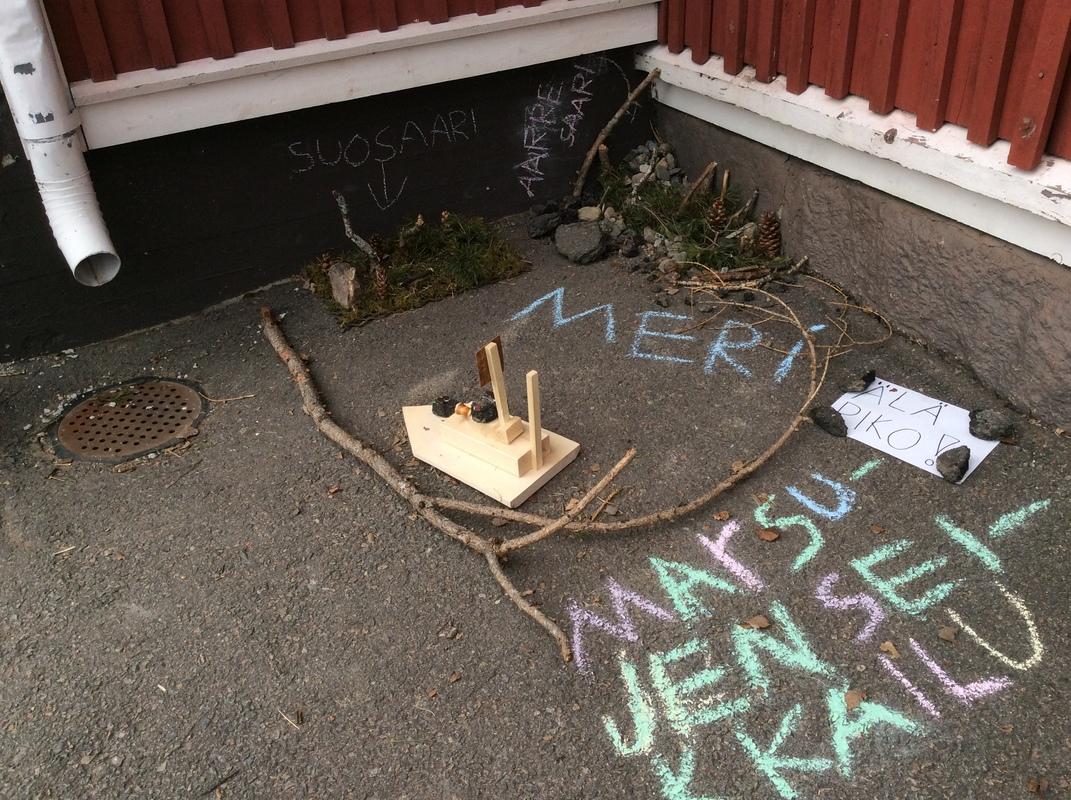 Marsujen seikkailu; välituntitaidetta Jäppilän koulussa