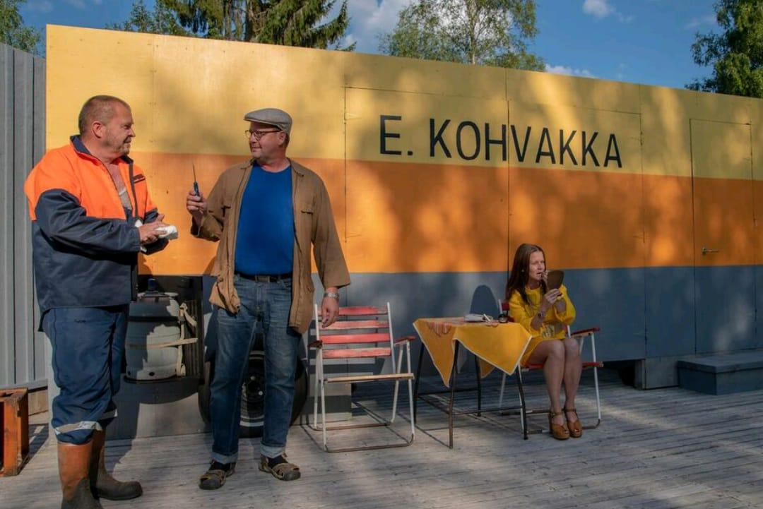 Kauppa-autossa on tunnelmaa – Jäppilän Yrittäjien kesäteatterissa nähdään viisi esitystä